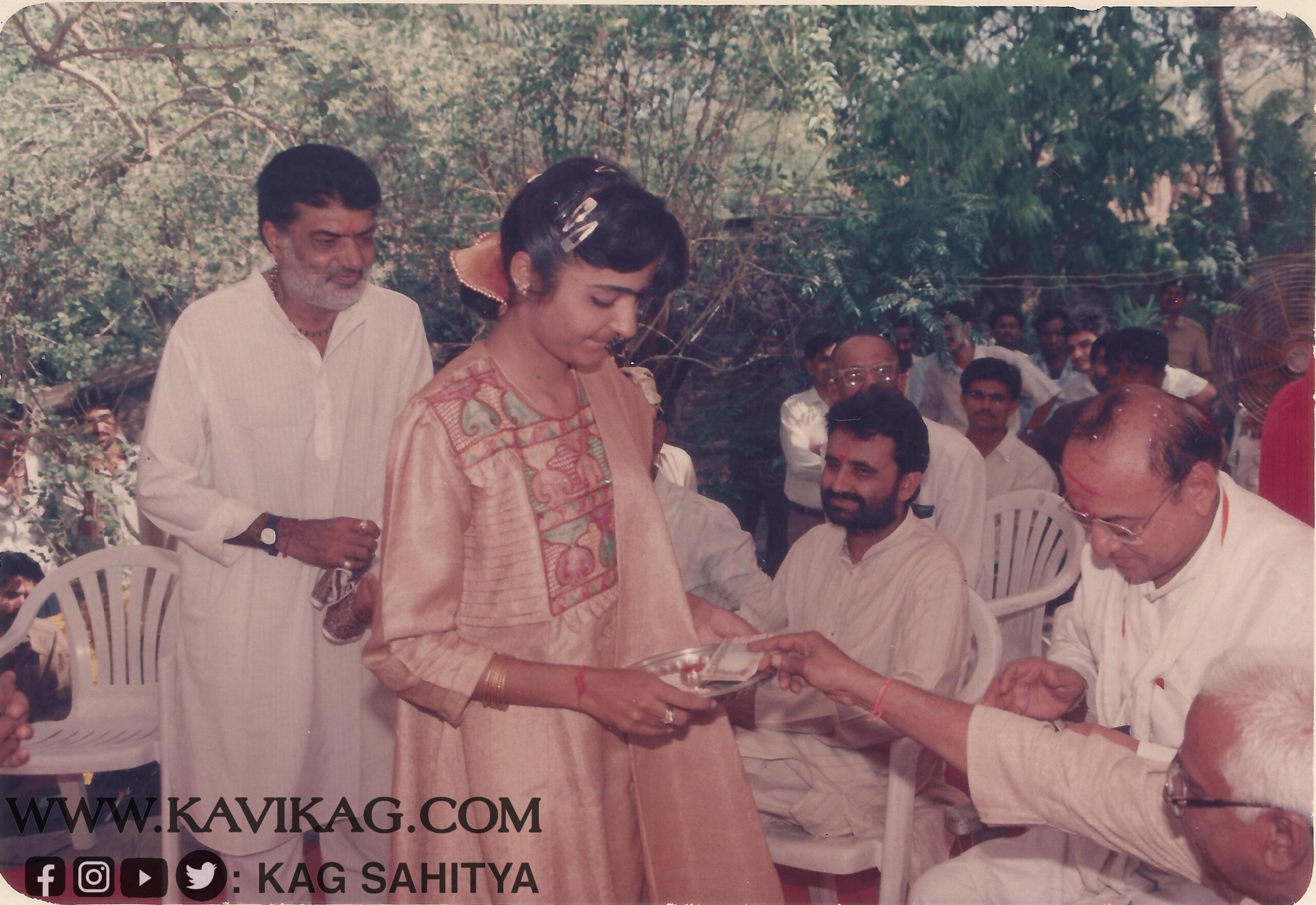 રામભાઈ કાગ તથા તેમની પુત્રી શ્રી હીનાબેન દ્વારા મહેમાનનું કુમકુમ તિલક થી સ્વાગત